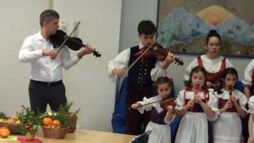 Folklórní vystoupení ve stacionářích